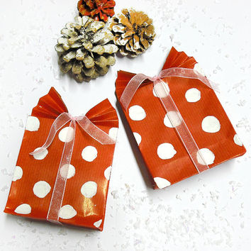 Set of 4 gift bags red with white pois handmade and hand-painted with ribbon for birthdays, holidays, special occasions