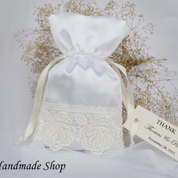Vintage Wedding Favor Bag, Lace Wedding Thank You Favor Bags, Ivory Wedding Gift Bag with Custom tag, French Wedding, SET OF 25