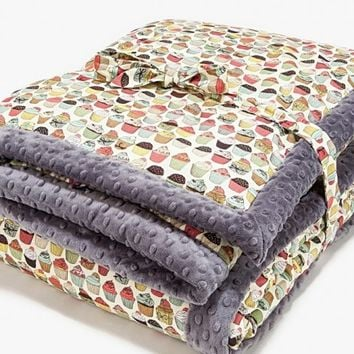 Adult blanket by La Millou – cupcakes