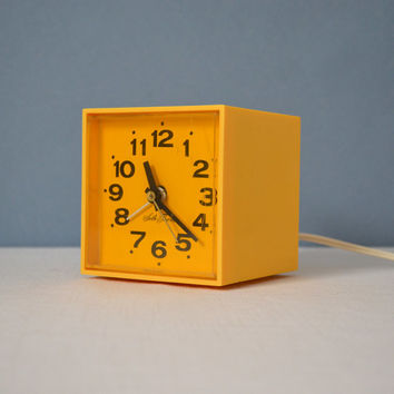 Vintage Seth Thomas Minicube Electric Alarm Clock