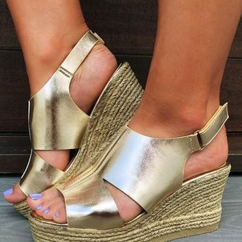 Strut Your Stuff Wedges: Gold