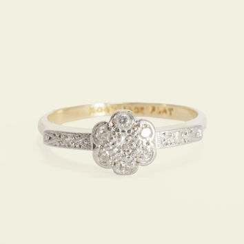 Edwardian Square-Shouldered Daisy Ring