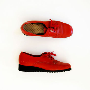 vintage RED platform oxfords /  1960s leather by vintagemarmalade