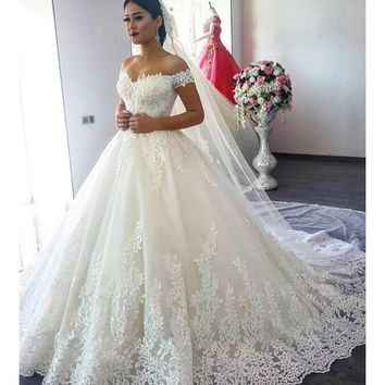 Luxury Lace Long Sleeve Sheer Back Princess Illusion Applique Bridal Gowns