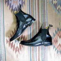 vintage black leather chelsea ankle boots. beetle boots.