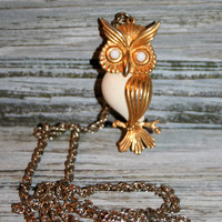 70s Owl Necklace White Owl Pendant Long Chain Owl Jewelry Fall Jewelry Fall Necklace Gold Tone 70s Jewelry Fun Cute Kitsch Large Owl Charm