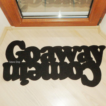 "Double message floor mat ""Come in / Go away""."