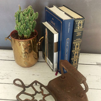 Sad iron with trivet/ Sad Iron/ Cast Iron/ Antique Iron/ Vintage Iron/ Cast iron Trivet/ Cast Iron/ Cast Iron Door Stop/ Trivet/ 7 Iron