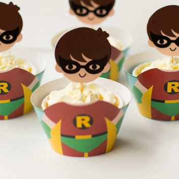 Cute Robin Cupcake Holders, Superhero Cupcake Holders, 3 Dimensional batman and robin cupcake holders