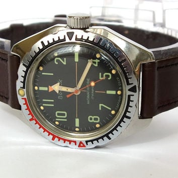 Mens Military Diver Watch.  Russian Mens Wrist Watch Vostok Amphibian Water-Proof 200m Antimagnetic Housing. Vintage Men's Wristwatch 80s.