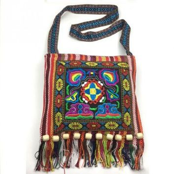 2017 New Retro Vintage Ethnic Shoulder Bag Embroidery Boho Hippie Tassel Tote Messenger Bags