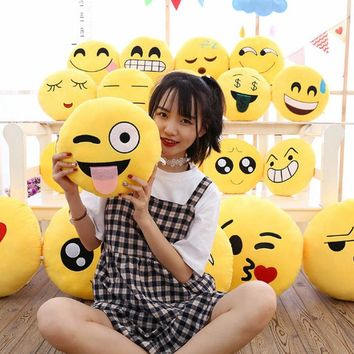 2018 Fashion New 6 Inch Lovely Emoji Smiley Emoticon Pillows Soft Stuffed Plush Cute Cartoon Toy Doll 5 Styles Christmas Gift