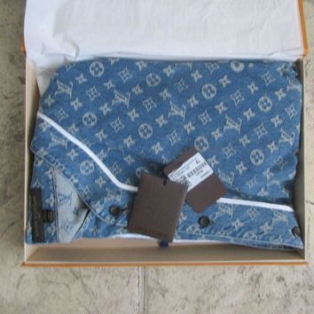One-nice™ SUPREME X LOUIS VUITTON Monogram Blue Jacquard Denim BASEBALL JERSEY 4L SOLD OUT