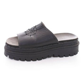 black leather skechers