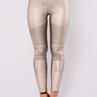 Slicker Than An Oil Spill Leggings - Gold