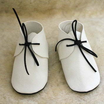 White mocs with black sole Baby moccasins Soft shoes Newborn first shoes