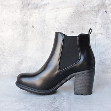 chunky heeled chelsea ankle boots - black