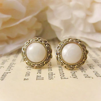 Bridesmaid Earrings,Vintage gold chain link pearl earrings ,Vintage Button Earrings, Vintage earrings, gold studs, spring jewelry, wedding