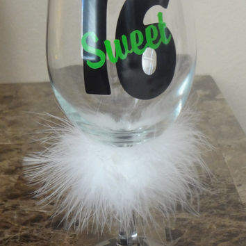 Sweet 16 - 16th Birthday - Birthday Party Glass - Customized Gift - Personalized Glass