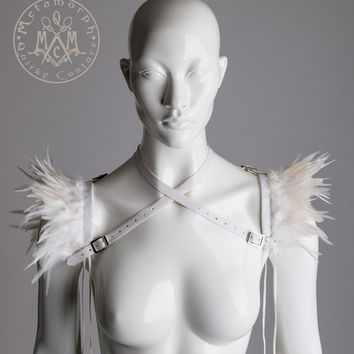 Versatile wings / White feather shrug harness / Collar feather epaulets / Edgy fashion / shoulder accessories / Alternative wedding