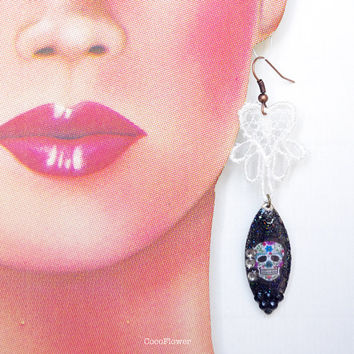 Skull Lace earrings /  Black and White / Gothic Rock Punk jewelry / Sweet lolita / 16 birthday gift