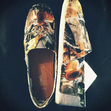 Women's camouflage Toms Official Real Tree with animals pattern