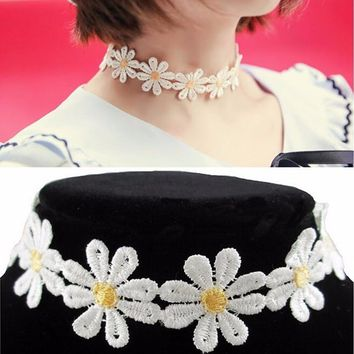 Choker Necklace Outfits  1Pc Yellow & White Daisy Flower Tattoo