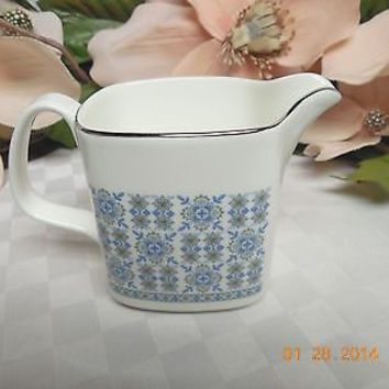 Royal Doulton China Dinnerware England Counterpoint Pattern #: H5025 Mini Cream