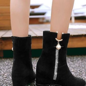 New Black Round Toe Flat Metal Rhinestone Pearl Fashion Ankle Boots