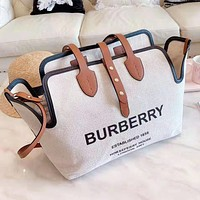 Burberry popular canvas shoulder bag is a two-piece shopping bag