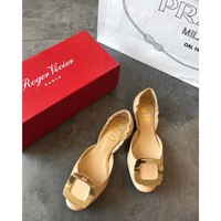 hcxx 2317 19May Roger Vivier Chips Hollow Classic Flat-soled Shoes Gold