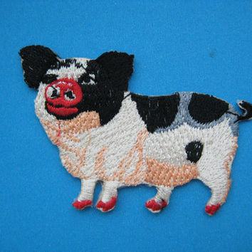 Iron-on Embroidered Patch Pig 3 inch