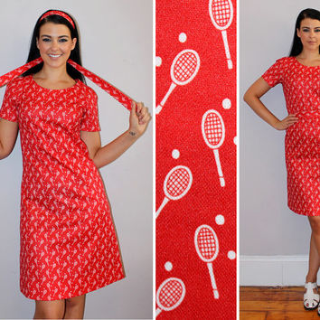 Vintage 70s TENNIS Racket Print Dress / Tomato Red Shift Dress / KITSCHY OOAK / Polka Dot / Short Sleeve Sporty Dress / Medium