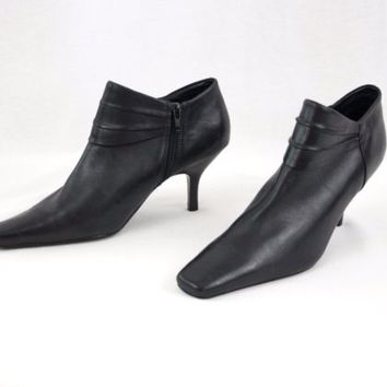Black Leather Shoes Booties Zip Side Ladies Size 8 M Bandolino  Ankle Boots
