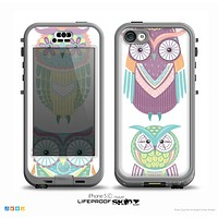 The Crazy Cartoon Owls On WHite Skin for the iPhone 5c nüüd LifeProof Case