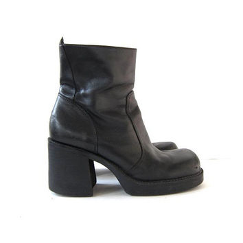 vintage black leather boots. tall boots. chunky heel boots. zip up boots. goth boots.