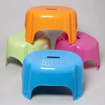 *LARGE PLASTIC STEP STOOL