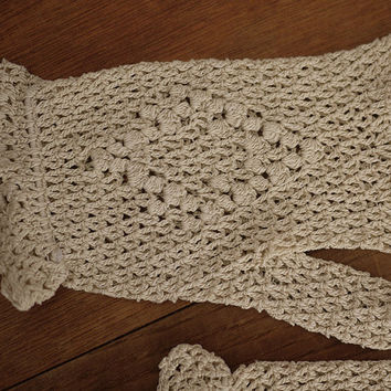 Antique french Hand Crochet Gloves. 1950 s pair of gloves old lace crochet. Mid Century french Ivory Cotton Fishnet Gloves