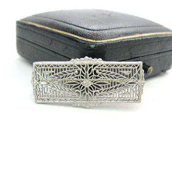 Platinum 14K White Gold Filigree Brooch Edwardian 1900s Belle Epoque Antique Foliate Flower Bar Pin Charles Keller & Co. American Jewelry