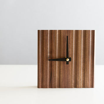 Ripple desk clock with black matte tapered hands