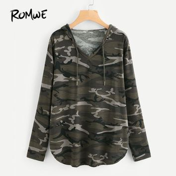 ROMWE V Neck Curved Hem Camo Hooded Print T-Shirt Casual Tee Women Green Chest Long Sleeve Tops 2018 Spring Basic T-Shirt