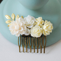 Bridal Hair Comb. Vintage Inspired Floral Collage Hair Comb. Ivory Flowers White Flowers Pearl Gold Leaf Comb. Bridal Party Wedding