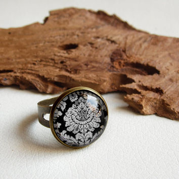 Damask ring, adjustable ring, elegant jewelry, black and white jewelry, glass dome jewelry, romantic jewelry, baroque ring