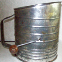 Bromwell Sifter Vintage 5 cup