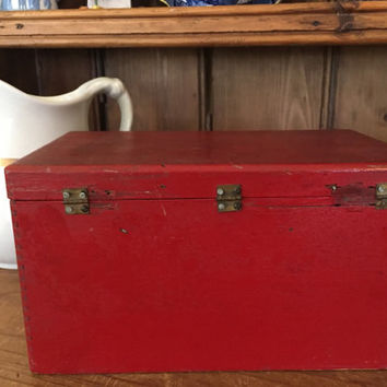Wooden Red Box, Vintage Cigar Box, Painted Red Box, Storage Container, Country Farmhouse Decor, Primitive Decor, Vintage Wear