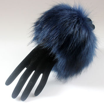 Fashion Faux Fox Fur large Arm Warmer Pom Pom Softball Cuff Sleeves Gloves For Women Wedding Party Winter Decoration Accessories