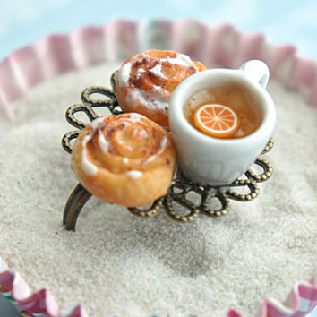 cinnamon rolls and tea ring