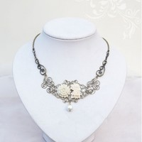 Flower Peal Vintage Victorian Necklace Jewelry - Devilnight.co.uk