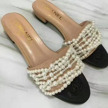 Chanel : Pearl sandals