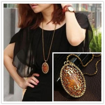 1Pc Woman Fashion Jewelry Vintage Amber Hollow Pendant Necklace (Size: 70 cm, Color: Brown) = 1946100100